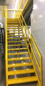 gele trap entresol toegang