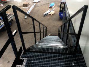 Entresol met trap kleur: zwart