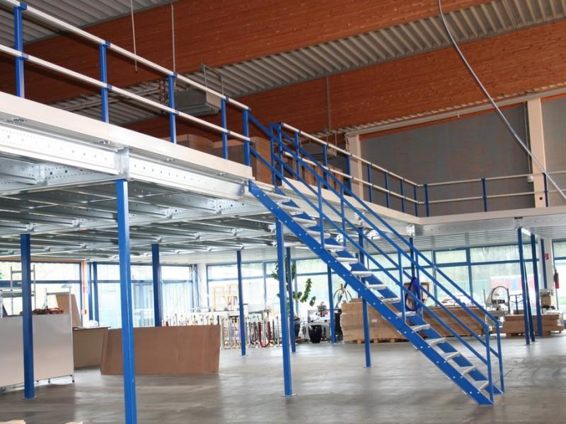 entresol met een 45 graden trap